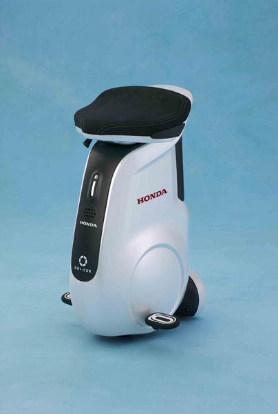 Honda Uni-Cub gợi liên tưởng đến một chiếc ghế quầy bar di động