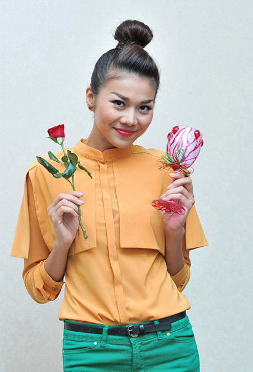'Soi' BST quần jean màu của Thanh Hằng - 2