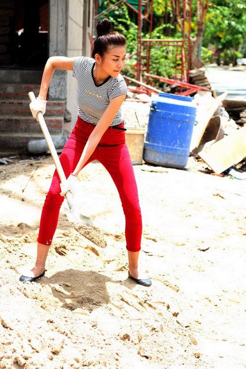 'Soi' BST quần jean màu của Thanh Hằng - 16