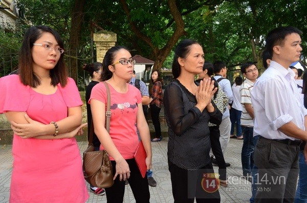 Từ tờ mờ sáng nay, người dân Hà Nội đã đến khóc thương Đại tướng 28