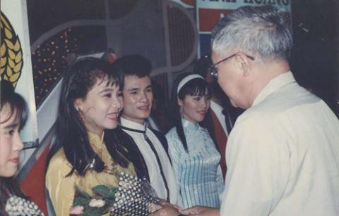 Thu Minh từng đoạt giải nhất Tiếng hát Truyền hình năm 16 tuổi. Dù lúc đó mới chỉ 16 tuổi nhưng Thu Minh đã sớm bộc lộ chất giọng đầy nội lực.