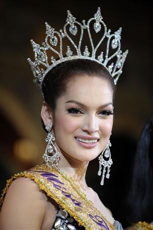 Chuyện hoa hậu chuyển giới đi tu là chuyện lạ ở Thái Lan