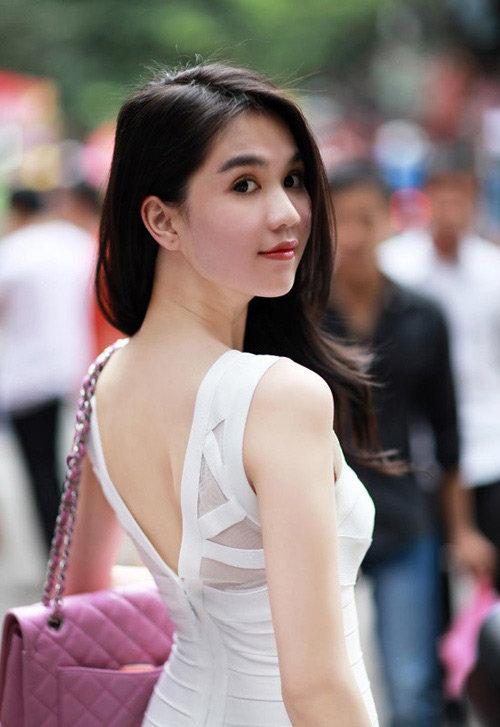Chọn nội y cho váy áo hoàn hảo như Ngọc Trinh