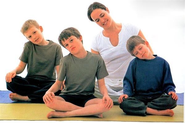 Các bài khởi động cho bé trước khi tập yoga  4