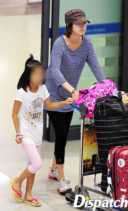 Con gái của Lee Yo Won giờ đã được 7 tuổi, cô bé khá mảnh khảnh và nghịch ngợm.