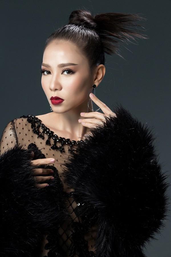 Dù ra sức chứng minh vẻ đẹp của mình là tự nhiên nhưng sự thay đổi 180 độ của Thu Minh vẫn khiến cô bị công chúng nghi ngờ.