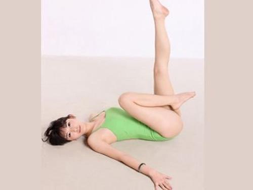 7 động tác yoga cho cặp đùi thon chắc - 3