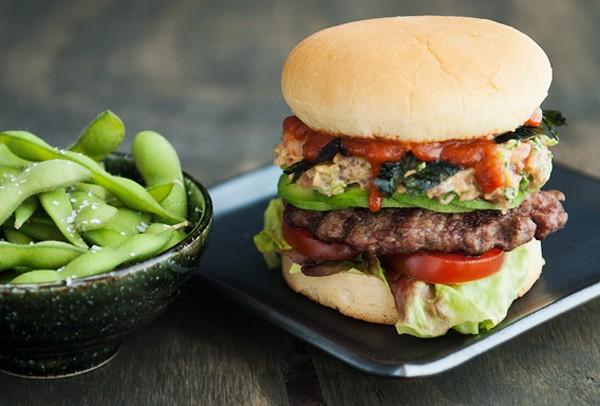 Công thức hamburger cá ngừ lạ lẫm ngon lành 9