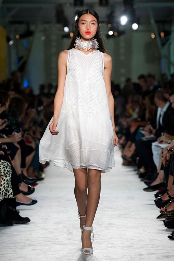 """Little White Dress - chiếc váy """"quyền lực"""" của phái đẹp Hè 2013 1"""