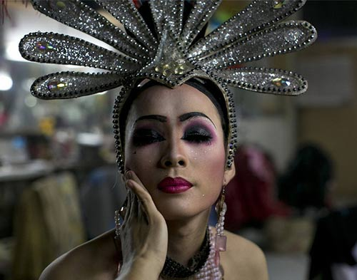 Du lịch Thái: Vũ công chuyển giới làm gì sau cánh gà? - 2