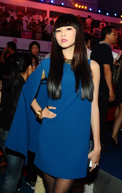 Á khôi Phan Hà Giang của Miss Sport 2012 cũng tới chứng kiến giờ phút đăng quang của Tân Hoa hậu.