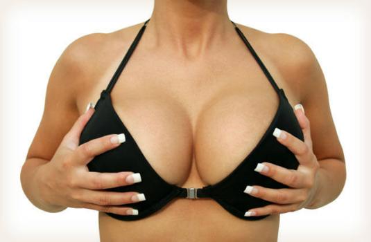 Hơn 290.000 phụ nữ sửa ngực vào năm 2013 tại Hoa Kỳ.