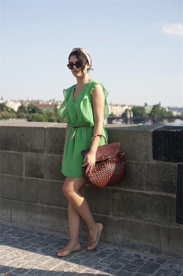 Quyến rũ và hiện đại như street style tháng 8 của phái đẹp châu Âu 9