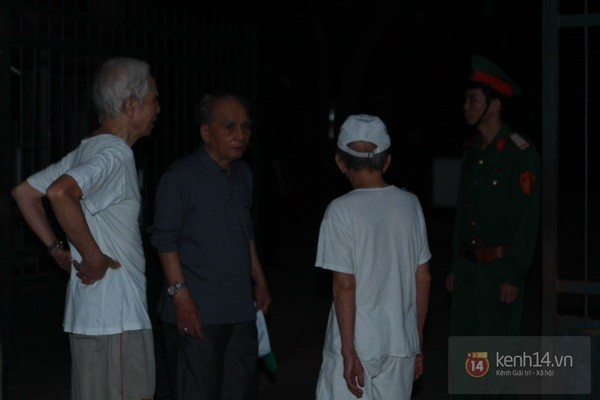 Từ tờ mờ sáng nay, người dân Hà Nội đã đến khóc thương Đại tướng 3