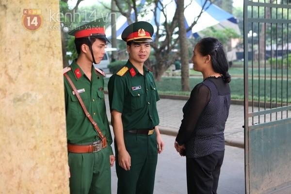 Từ tờ mờ sáng nay, người dân Hà Nội đã đến khóc thương Đại tướng 15