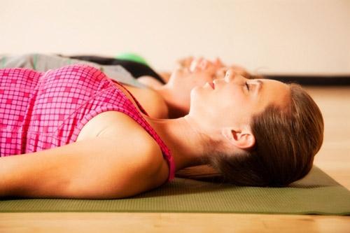 6 động tác yoga làm giảm đau lưng - 4