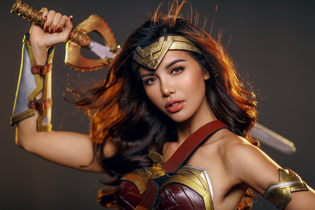 Đây là một thói quen, cũng như sở thích của người đẹp vào ngày lễ đặc biệt này. Năm nay, Minh Tú quyết định chọn hình ảnh nữ siêu anh hùng Wonder Woman.