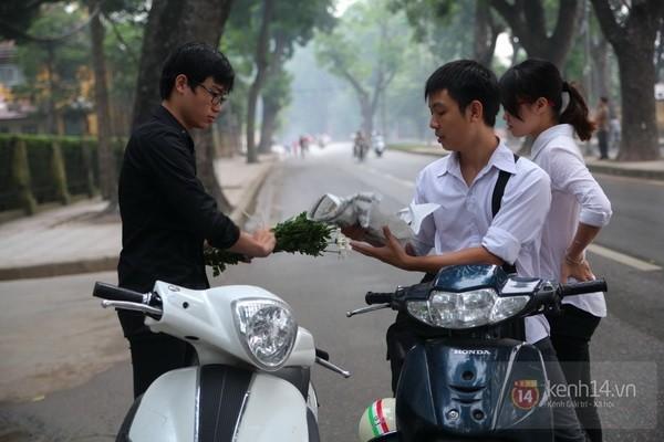 Từ tờ mờ sáng nay, người dân Hà Nội đã đến khóc thương Đại tướng 11