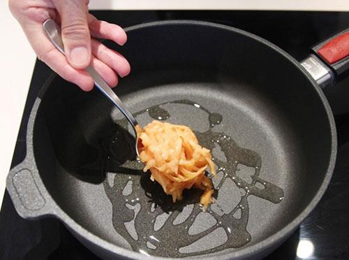 Bữa sáng tuyệt ngon với bánh khoai tây trứng - 6