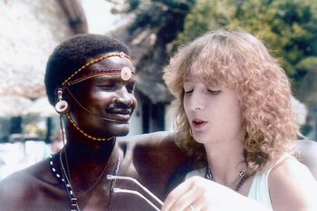 Nội dung phim dựa trên câu chuyện có thật của Corinne Hofmann, một người phụ nữ cũng đã từ bỏ tất cả để đến với tình yêu của mình tại châu Phi vào năm 1988. Tuy nhiên, Corinne đã phải đối mặt với những khác biệt văn hoá, bệnh tật hiểm nghèo và bản tính ghen tị của ông xã. Ở ngoài đời, kết thúc của câu chuyện tình yêu xuyên biên giới này cũng buồn thảm không kém trên phim khi Corinne phải bỏ chồng về quê sau nhiều năm bị tra tấn cả về thể xác lẫn tinh thần.