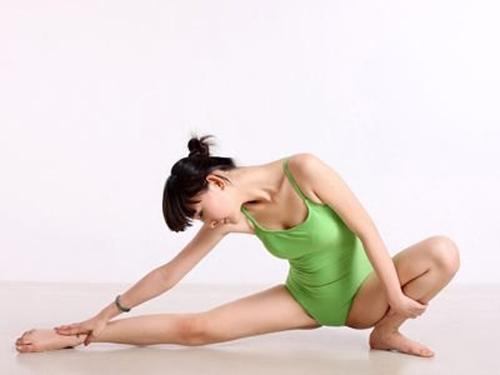7 động tác yoga cho cặp đùi thon chắc - 2