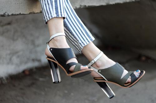 """""""Refresh"""" style ngày hè với giày cao gót trong suốt 9"""