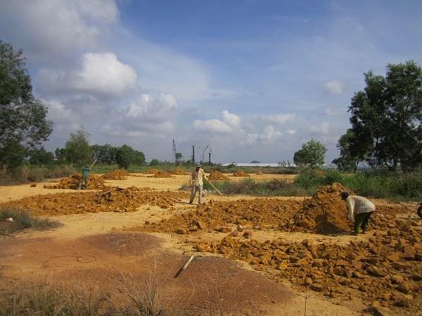 Trường bắn Long Bình đang được hối hả san lấp, nhường chỗ cho một khu dân cư-thương mại sắp thành hình.