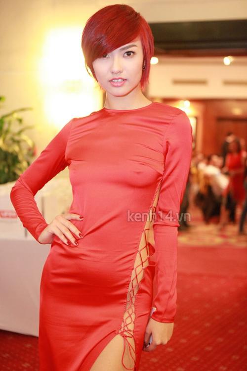 """Diệp Lâm Anh diện váy xuyên thấu """"không nội y"""" lên thảm đỏ 11"""