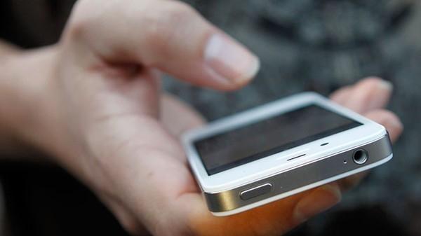 Càng dùng smartphone nhiều sẽ càng dễ... phản bội 2