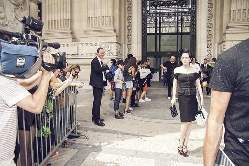 """Lý Nhã Kỳ diện đầm Dior bạc tỷ làm """"lu mờ"""" Châu Tấn tại Paris   Kiều nữ lý nhã kỳ,diễn viên lý nhã kỳ,lý nhã kỳ tham dự tuần lễ thời trang paris"""