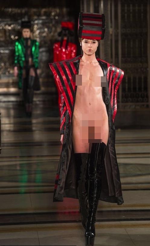"""Người mẫu """"nude""""... 90% trên sàn runway của LFW 4"""