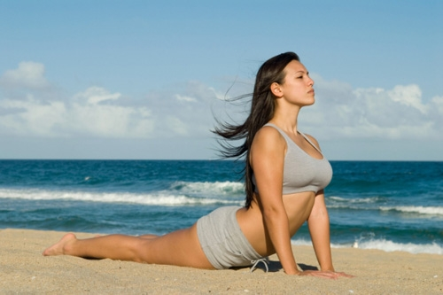 6 động tác yoga làm giảm đau lưng - 1