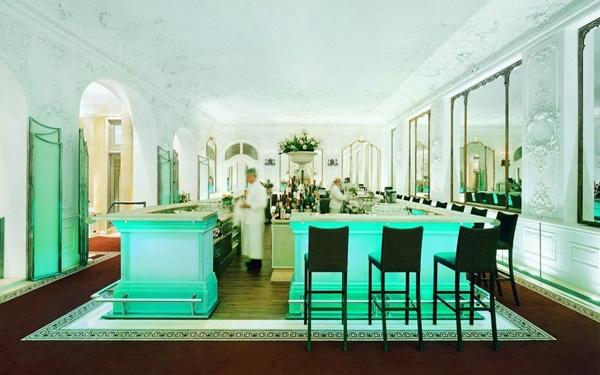 Được xây dựng từ năm 1839, bar Falk nằm trong khuôn viên khách sạn Bayerischer Hof ở Munich là một trong những quán bar lâu đời và đẹp nhất.