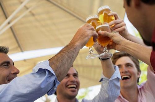 Uống bia nhậu thịt nướng = Dễ ung thư | uông bia với thịt nướng,người béo không nên uống bia,không uống bia quá nhiều,uống bia quá lạnh