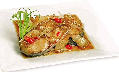 Ngon cơm với cá hú kho riềng - 1
