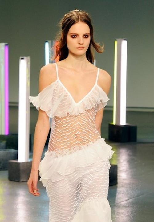 """Người mẫu """"nude""""... 90% trên sàn runway của LFW 6"""