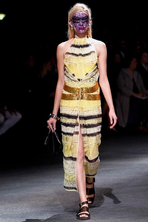 Loạt xu hướng xưa cũ quay trở lại tại Paris Fashion Week 12