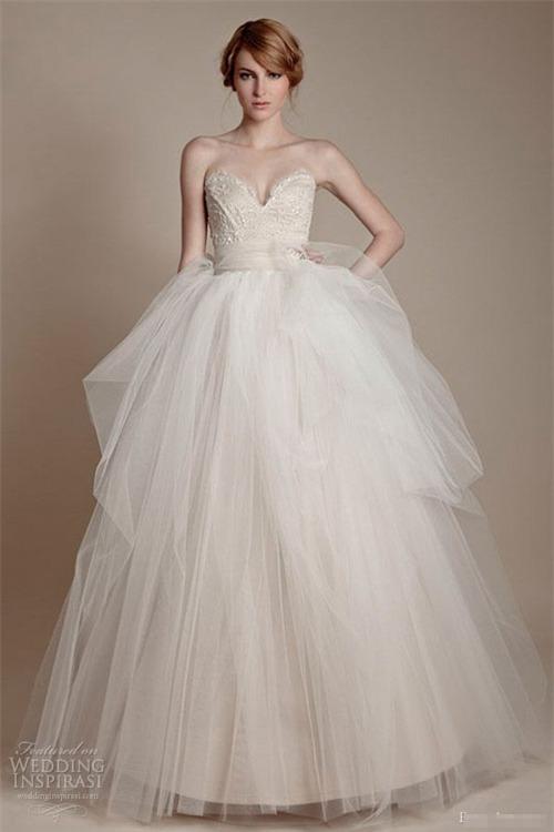 10 váy cưới lý tưởng cho nàng ngực nhỏ, eo to - 5