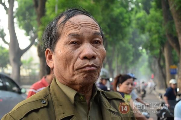 Từ tờ mờ sáng nay, người dân Hà Nội đã đến khóc thương Đại tướng 27