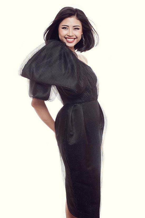 Ảnh: Milor Trần Trang phục: The Little Black Dress by Đỗ Mạnh Cường Trang điểm: Quân Nguyễn Làm tóc: Pu Lê