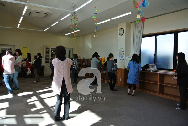 """""""Đột nhập"""" lớp dạy cách chơi với con cực hay của mẹ Nhật tại Tokyo 1"""