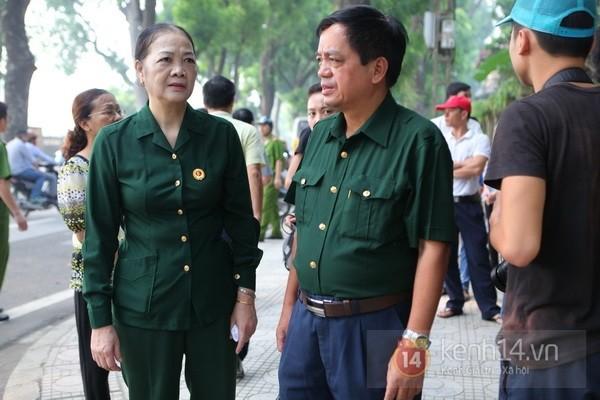 Từ tờ mờ sáng nay, người dân Hà Nội đã đến khóc thương Đại tướng 35