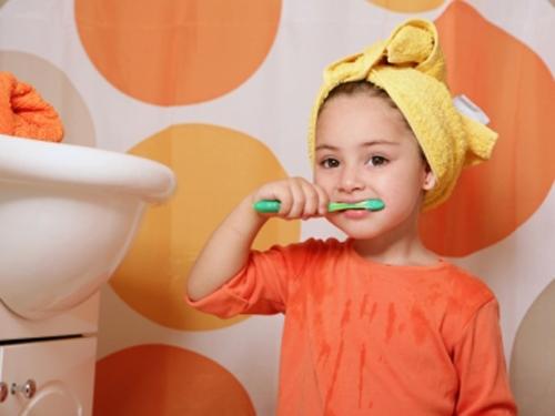 Hãy chọn bàn chải vừa vặn với tay và miệng để tạo điều kiện cho việc đánh răng đúng cách