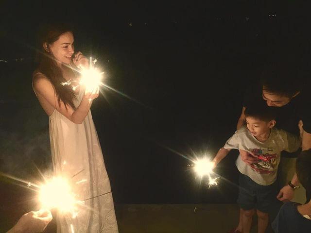 Hình ảnh gia Hà Hồ và Cường Đôla ở bên bé Subeo dù cả hai đã li hôn.