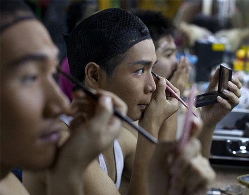 Du lịch Thái: Vũ công chuyển giới làm gì sau cánh gà? - 9