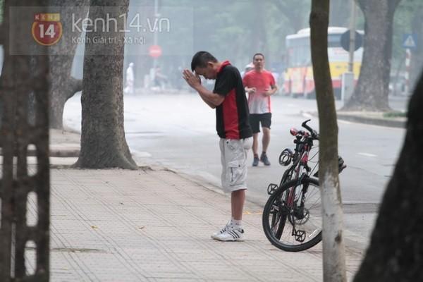 Từ tờ mờ sáng nay, người dân Hà Nội đã đến khóc thương Đại tướng 19