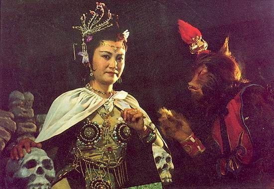 Diễn viên Dương Xuân Hà vai Bạch Cốt Tinh.
