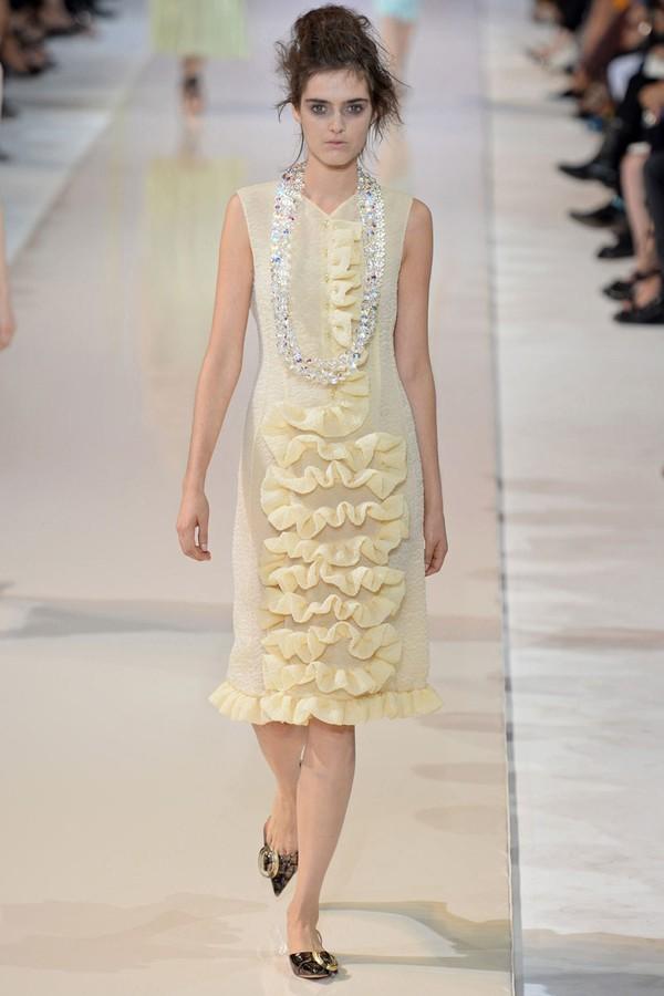 Loạt xu hướng xưa cũ quay trở lại tại Paris Fashion Week 22