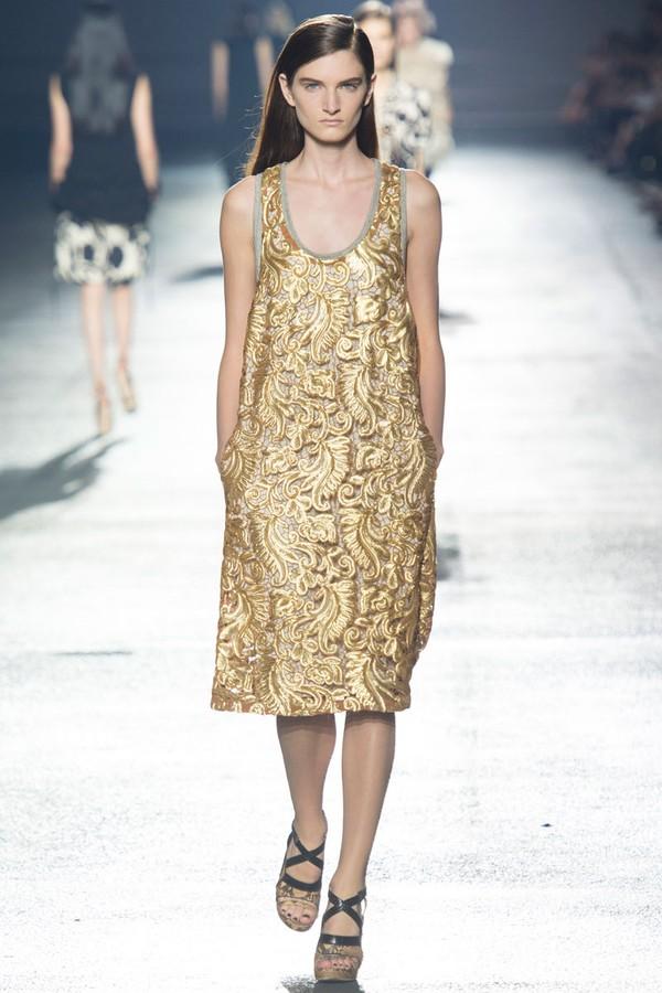 Loạt xu hướng xưa cũ quay trở lại tại Paris Fashion Week 2