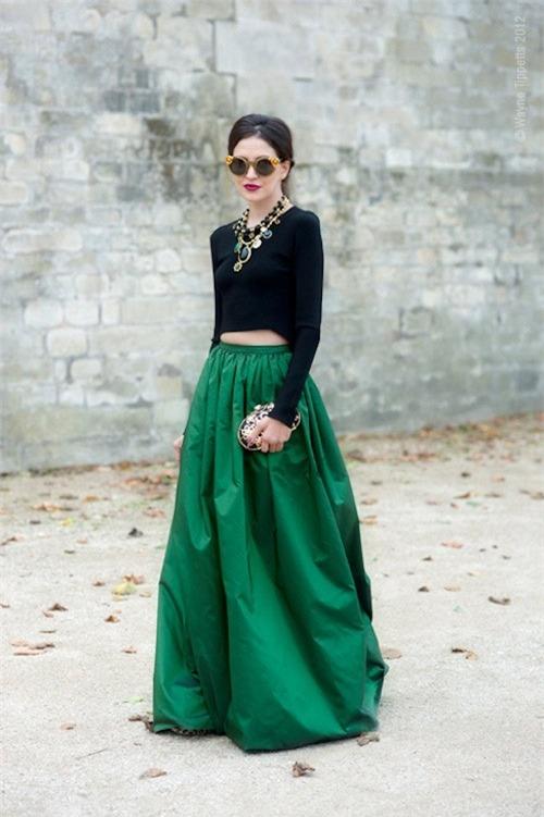 Váy xòe nào đang 'tung hoành' street style? - 9